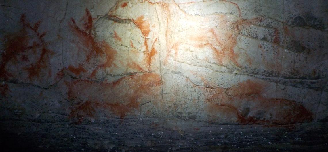 Cueva con pinturas rupestres en Picos de Europa